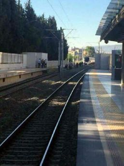 Trenin Önüne Atlayıp Intihar Etti