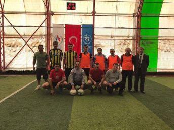 Altıntaş'ta Amatör Spor Haftası Etkinlikleri Kapsamında Protokol Sahaya İndi
