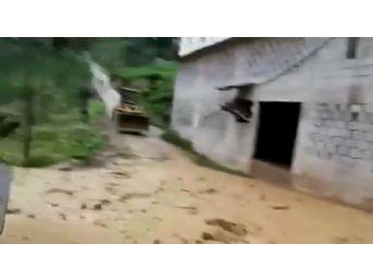 Güneysu'da Köyde Sel Paniği