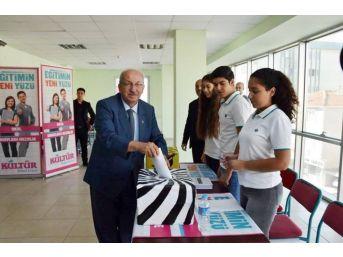 Başkan Albayrak, Lise Meclis Başkanı Seçiminde Oy Kulandı