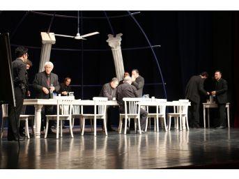 Adana'da Tiyatro Şöleni