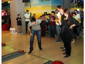 Görme Engelliler Bowling Oynadı