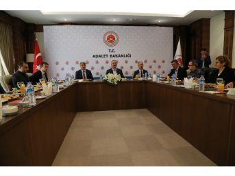 """Adalet Bakanı Gül: """"iadeyi Engelleyecek Bir Belge, Bir Eksiklik Kalmamıştır"""""""