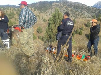 Nallıhan'da Arazide Ayağı Kırılan Avcıyı İtfaiye Kurtardı