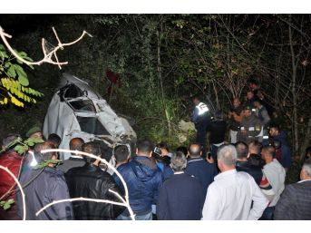 Kestane İşçilerini Taşıyan Araç Uçurumdan Yuvarlandı: 3 Ölü 1 Yaralı