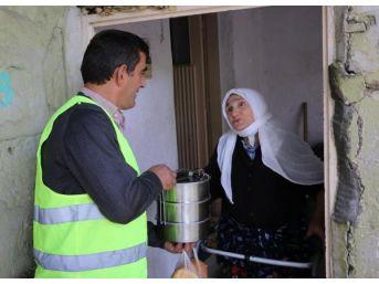 Bitlis'te Yaşlılara 2 Öğün Sıcak Yemek