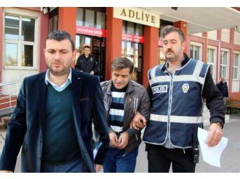 Boşanma Aşamasındaki Eşini Bıçaklayan Berber Tutuklandı