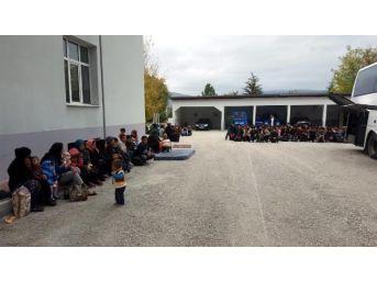 Çankırı'Da 136 Göçmen İstanbul'A Götürülürken Yakalandı