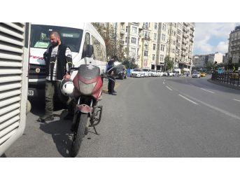Motorlu Döviz Bürosu Kuryesini Durdurup 110 Bin Dolar Gasp Ettiler