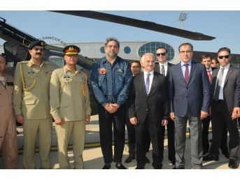Pakistan Başbakanı Abbasi, İstanbul'da Atak Helikopterini Test Etti