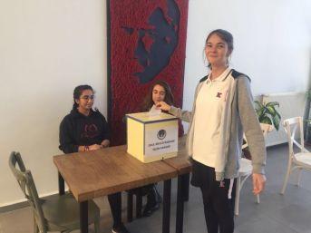 Öğrenciler Arasında Başkanlık Seçimi Heyecanı