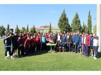 Akhisar'da Buruk'a Sürpriz Kutlama