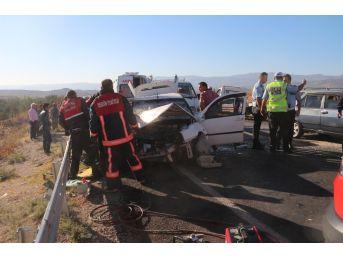 Mersin'de Trafik Kazası: 1'i Çocuk, 10 Yaralı