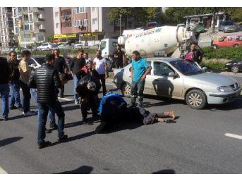 Hafif Ticari Aracın Yayaya Çarptığı Kaza, Güvenlik Kamerasında