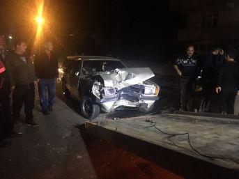 Kamyonet İle Otomobil Çarpıştı: 1 Yaralı