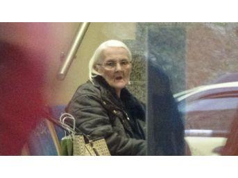 Yaşlı Kadını Dolandırılmaktan Polisler Kurtardı