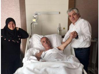 Ameliyathaneye Komada Girdi, El Sallayarak Çıktı