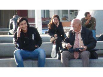 (özel Haber) Taksim'de Yaşlı Adamın Sapıklık Yaptığı İddiası
