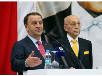 Silivri Belediye Başkanı Özcan Işıklar'a Plaket Verildi