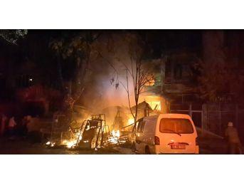 İş Yerinde Çıkan Yangın 4 Katlı Binayı Kullanılamaz Hale Getirdi