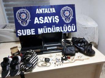 Evlere Girip Ziynet Eşyalarını Çalan Çete Yakalandı