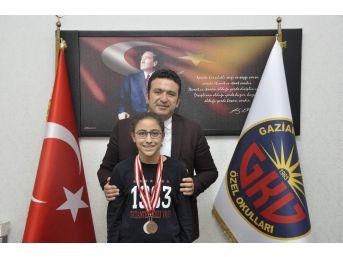Gkv'li Diclesu Sertpolat'a Yüzmede Cumhuriyet Madalyası