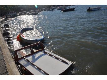 (özel) Tekneleri Alabora Olan Kayıkçılar Sabah Şok Manzarayla Karşılaştı