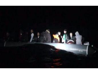 İzmir'de Göçmen Kaçakçılığı: 43 Kişi Yakalandı
