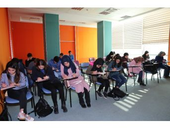 Darıca Bilgi Evleri Öğrencileri Üniversiteye Hazırlıyor