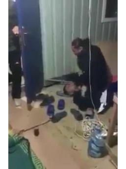 3 Iraklı Başka Bir Iraklı Genci Öldüresiye Döverek Cep Telefonuna Kaydetti