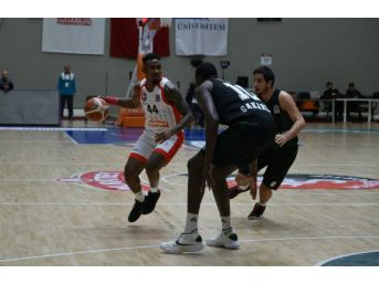 Tahincioğlu Basketbol Süper Ligi: Muratbey Uşak: 69 - Sakarya Bşb Basketbol: 81