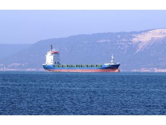 Çanakkale Boğazı'nda Arızalanan Gemi Arızanın Giderilmesiyle Yoluna Devam Etti