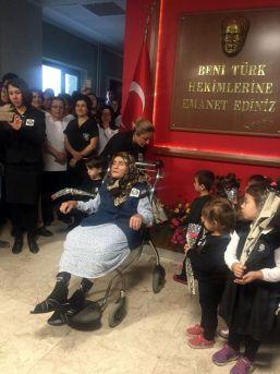 81 Yaşındaki Kamile Nine Minik Öğrencilere Atatürk Şiiri Okudu