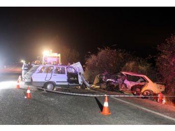 Denizli'de İki Otomobil Çarpıştı: 4 Ölü, 4 Yaralı