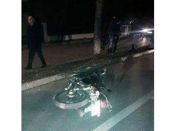 Isparta'da Motosiklet Yayaya Çarptı: 2 Yaralı