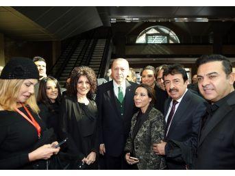 Cumhurbaşkanı Erdoğan, Sanatçılarla Bir Araya Geldi