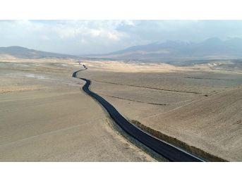İran Sınırında Yol Asfaltlama Çalışması