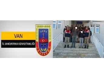 Kapalı Kasa Kamyonette 42 Kaçak Şahıs Yakalandı