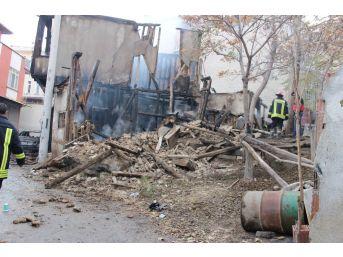 Alkol Aldıkları Binada Çıkan Yangında Yanarak Can Verdi