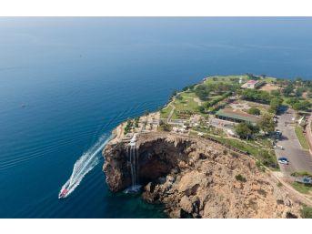 Antalya'nın 35 Bin Metrekarelik Doğal Balkonu Vatandaşların Akınına Uğruyor
