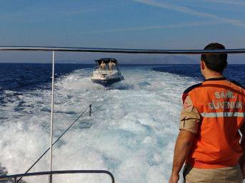 Sürat Teknesinde 18 Kaçak Göçmen Yakalandı
