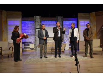 'sanat' Tiyatro Oyunu Biga'da Sahnelendi