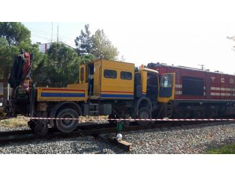 Yük Treni Bakım Aracı İle Çarpıştı: 3 Yaralı