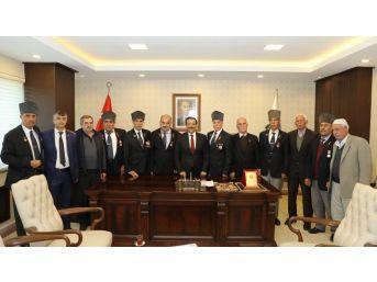Şehit Aileleri Ve Gazilerden Başkan Atilla'ya Ziyaret