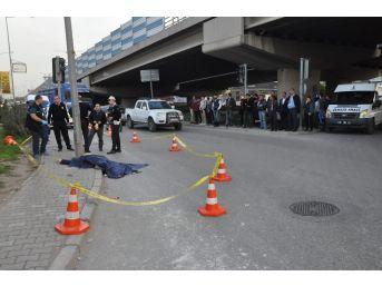 İzmir'de Beton Mikseri Yayaya Çarptı: 1 Ölü
