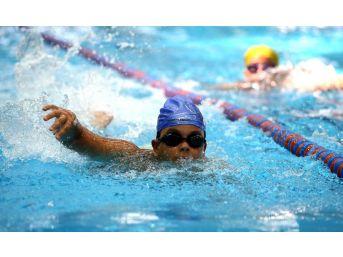 Karşıyaka'nın İlk Kapalı Havuzu Açılıyor