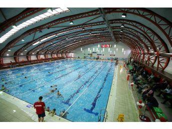 Karşıyaka'ya İlk Kapalı Yüzme Havuzu
