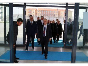 Vali Kamçı Osman Ulubaş Fen Lisesini Ziyaret Etti