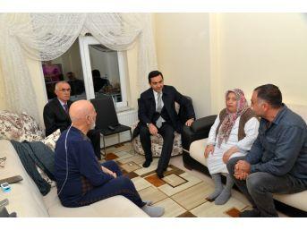 Belediye Başkanı Yaşar Bahçeci'den 'çat-kapı' Ev Ziyaretleri