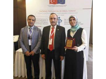 Sağlık-iş Sendikası Kırşehir Temsilcisi Nurcan Özer Ankara'da Ödüllendirildi.